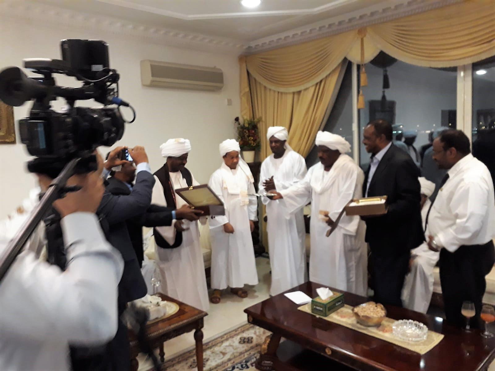 احتفاء السفارة السودانية والجالية السودانية بالدوحة بالروائي الفائز عمر فضلالله